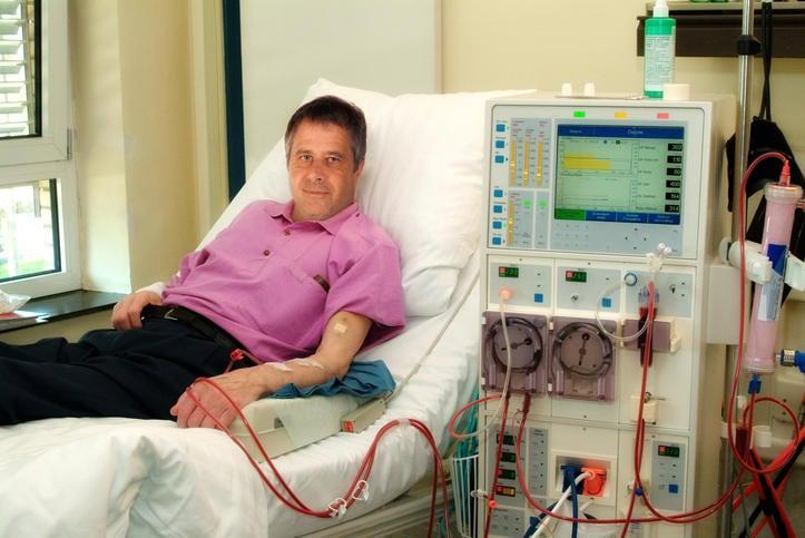 Fotografía de un paciente en diálisis