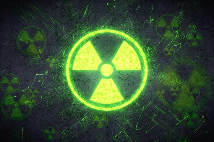 Símbolo nuclear en verde claro