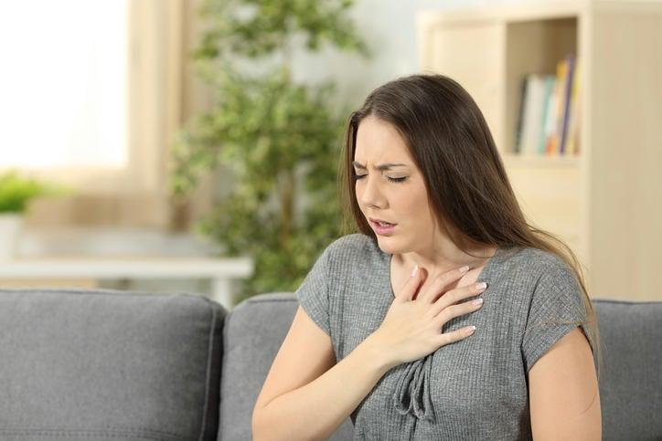 Mujer durante un ataque de taquipnea
